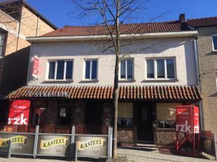 In het centrum van Diepenbeek, langs de verbindingsweg tussen Hasselt en Bilzen vinden we deze te renoveren woning. Aan de overkant van de straat bevi
