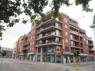 Beschikbaar 01.08.2019 - te bezichtigen via www.rzk.be.<br /> <br /> Recent appartement, gelegen aan Groene Boulevard, 96 m², volledig nieuw gesc