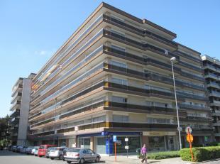 Aangenaam appartement (+/- 84m²) met terrassen aan voor- en achterzijde van het gebouw, gelegen op de 1e verdieping (lift in het gebouw). Centraa