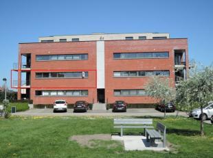 Onmiddellijk beschikbaar - te bezichtigen via kantoor.<br /> <br /> Appartement in autoluwe buurt, 81 m², instapklaar (voorzien van verlichtingsa