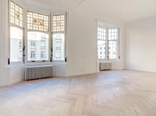 Beschrijving:<br /> Prachtigeshowroomca84 m² op detweede verdieping van een magnifiek historisch gebouw in de prestigieuze en bijzonder trendy Da