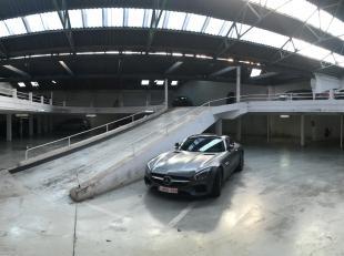 Goed onderhouden garagecomplex bestaande uit enkele- en staanplaatsen in cascade.<br /> Gelegen tussen de Jan Van Rijswijcklaan, Markgravelei en de Ka