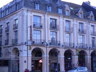 DINANT REGIO (in het centrum van een stad): Mooi hotel te koop met 50 kamers (Ref. 17HE-DI1)<br />  Bezettingsgraad: 60%<br />  Prijs (aandelen): 2,5