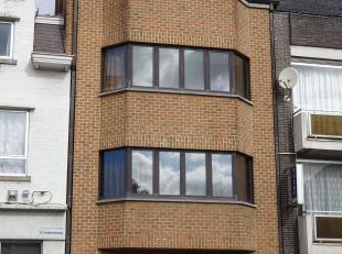 Dit zonnig en aangenaam appartement is zeer goed gelegen tussen de kleine en grote ring, op wandelafstand van het centrum en op 400 m van de oprit van