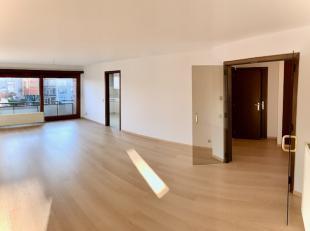 Gelegen op de 2e verdieping in een klein blokje ZONDER maandelijkse onkosten!<br /> Inkomhal met ingebouwde vestiairekasten, apart toilet en een grote