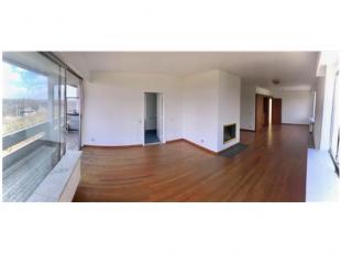 Dit appartement (9e verdieping) heeft 15 m² meer bewoonbare oppervlakte dan de rest van de hoekappartementen gelegen op de Wouter Haecklaan. Het