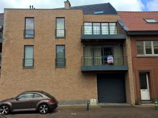 """Instapklaar appartement 1"""" verdieping rechts gelegen op wandelafstand van het centrum.  Bestaande uit hall, apart toilet, living met open keuken (kast"""