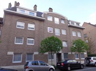 Leuk appartement (48m²) met 1 slaapkamer gelegen in residentie Peter Benoit op de 2de verdieping. Het bestaat uit een inkomhal, leefruimte, ge&iu
