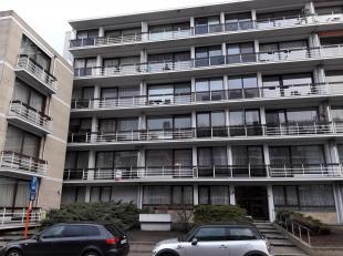 Appartement 1e verdieping links gelegen nabij de Maastrichtersteenweg.  Bestaande uit hall, apart toilet, living, keuken (kasten, enkele inox afwasbak