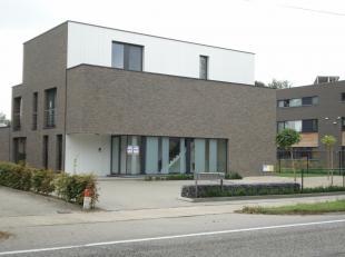 Luxe zongericht duplex appartement Nr. 03 - 1°+2°Verdieping links. Bestaande uit hall, leefruimte (34 m²). Groot schuifraam geeft toegang