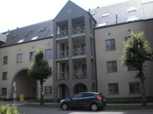 """Recent appartement 2°Verdieping links"""" in blok van 4 verdiepingen. Gelegen in mooie brede straat vol groen,in rustige buurt.Gratis bus stopt voor"""