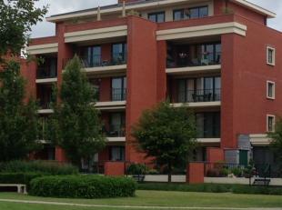 Instapklaar appartement 2°Verdieping gelegen nabij de Koning Boudewijnlaan. Bestaande uit hall, apart toilet, living, keuken (kasten, enkele inox