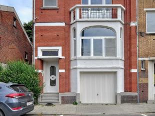 In hartje Hasselt, aan de rand van het centrum vinden we deze prachtige bel-étage woning in cottage-stijl. De mooie en ruime woonvolumes met au