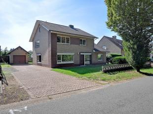 In de Toekomststraat 27 te Helchteren bevindt zich deze ruime gezinswoning geschikt voor een breed publiek.<br /> Bent u creatief en schrikt een grond