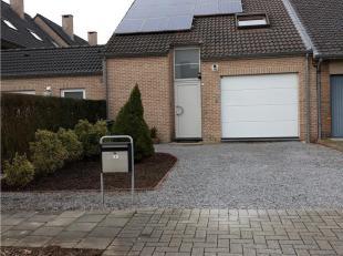 Gezellige gezinswoning, rustig gelegen nabij het centrum van Diepenbeek. Bestaande uit: inkomhal, apart toilet, living, keuken (kasten, dubbele inox s