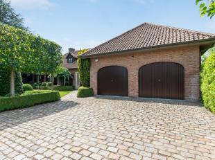 Ruime duurzaam afgewerkte villa met mogelijkheid tot 7 slpk en bureau omgeven door een prachtig aangelegde tuin. De woning is gelegen in een rustige e
