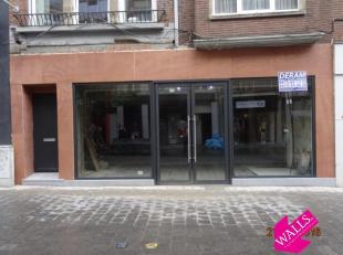 """Deze winkel is gelegen naast """"Cassis"""" vlakbij """"Ici Paris XL"""", """"Hunkemöller"""", """"Cool Cat"""", """"H&M"""", """"Veritas"""" e.a.<br /> De gevel wordt gerenovee"""