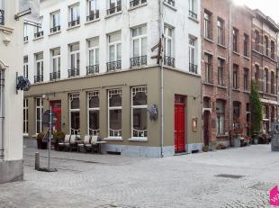 Prachtige commerciële ruimte te huur, ideaal voor het uitbaten van een restaurant/wijnbar/bistro,<br /> Het pand bestaat uit een zeer lichte gela