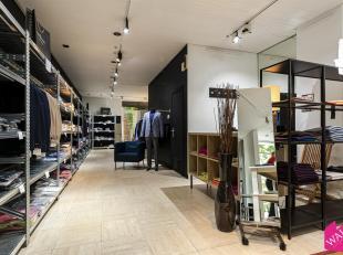 """Deze instapklare winkelruimte is gelegen in de Leopoldstraat, vlakbij """"Parmentier"""", """"In den Olifant"""", """"De Kampeerder"""", """"LN Knits"""", """"Roche Bobois"""", """"Cl"""