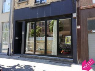 """Deze winkelruimte is gelegen in de Volkstraat, vlakbij het Museum van Schone Kunsten, dichtbij """"Enes"""", """"Charlie's"""", """"BUN"""", """"Fresh 34"""", """"Ad Bibendum"""","""