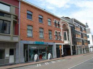 Hasselt: In het centrum gelegen appartement met 1 slaapkamer en terras.<br /> <br /> Dit volledig bemeubeld appartement op de 3e verdieping is ideaal