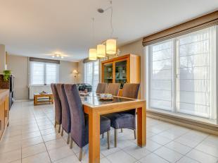 Op een schitterende locatie te Berlaar bevindt zich deze ruime villa met 4 slaapkamers op een perceel van 556 m². U bevindt zich hier vlakbij win