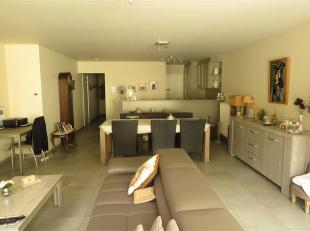 Goed gelegen 1 slaapkamerappartement.<br /> Dit gelijkvloers appartement met terras en garage is gelegen nabij bushalte en winkels.<br /> De trein en
