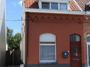 Goed onderhouden, rustig gelegen, halfopen bebouwing.<br /> Dit huis ligt tussen Belzele en Evergem en vlakbij Gent.<br /> Bestaande uit: een afzonder