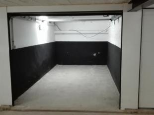 ondergrondse afgesloten garagebox. Beschikbaar vanaf 01/01/2019. Huurprijs respectievelijk 75 euro (box 2) en 85 euro (box 15) . Maandelijkse provisie