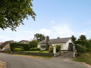 Mooi gelegen, zeer goed onderhouden vrijstaande bungalow op 965m² met inpandige garage, veranda, 3 slaapkamers en badkamer op het gelijkvloers. G