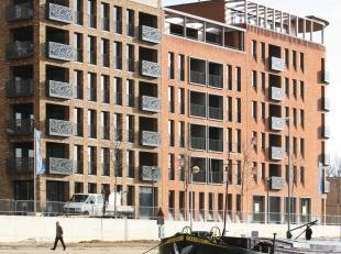Dit appartement is gelegen aan de hoge wandelkade van de Blauwe Boulevard op wandelafstand van het gezellige stadscentrum van Hasselt. <br /> Het appa