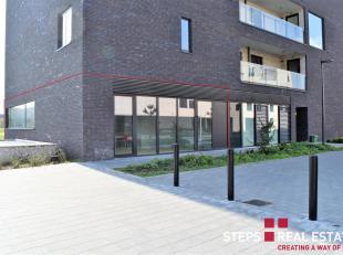 Prachtig gelijkvloers handels/kantoorruimte van circa 117m², zeer goed gelegen vlak aan het station op 10min wandelen van de stad, makkelijke ver