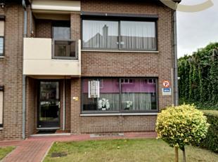 """Dit appartement ligt in een kleinschalige residentie """" Patershoef"""", gebouwd in 1979 en gelegen op de Kerkstraat 9 in het centrum van Gellik.<br /> Dan"""
