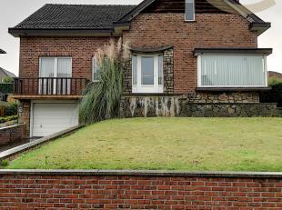 Deze open bebouwing ligt op een mooi stuk grond van 820m² op de Rosmeerstraat 37 te Rosmeer/Bilzen.  <br /> Gelijkvloers vinden we in deze woning
