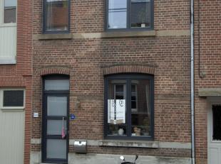 Deze gezellige woning vinden we terug op de Mgr.Trudo Jansstraat te Zussen.<br /> <br /> Bij het binnenkomen langs de lange inkomgang, die ook toegang