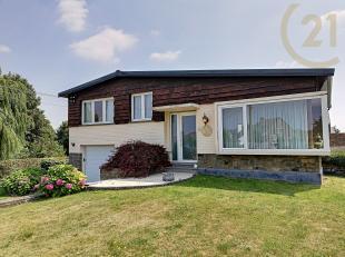 De woning is gelegen op de Verbindingsweg 87 in Val-Meer.<br /> <br /> Deze semi-bungalow is gemakkelijk toegankelijk omdat er slechts enkele trappen