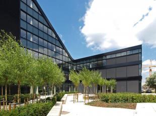 Het betreft een business center voor flexibele huur van kantoren, co-working ruimtes en vergaderzalen in een nagelnieuw, modern gebouw. Het ligt net n