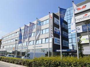 Functionele kantoren gelegen aan de Noorderlaan te Antwerpen. Het gebouw geniet een uitstekende zichtbaarheid<br />  en bereikbaarheid<br /> .<br /> V