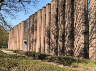 Het betreft functionele kantoren gelegen te Wilrijk, Fotografielaan.  Deze kantoren liggen vlakbij de A12. Het geheel heeft momenteel een bestaande in