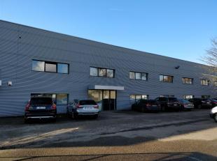 Representatieve bedrijfsruimte omvattende ca. 3 244 m² opslagruimte, ca. 560 m² kantoren en 15 parkings op een gunstige locatie te Wommelgem