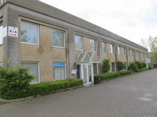 Deze bedrijfssite is gelegen aan de Zandvoortstraat te Mechelen. Het geheel biedt zowel kantoorruimte/showroom (vanaf 64m²) als opslagruimte (360