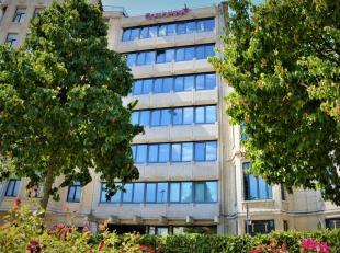 Het betreffen functionele kantoren gelegen op de Jan Van Rijswijcklaan te Antwerpen. Deze locatie is zeer goed bereikbaar, zowel met de wagen als met