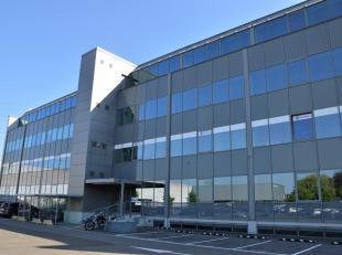 Het betreft een volledig gerenoveerd kantoorgebouw met een goede ligging op de hoek van de Bisschoppenhoflaan/Industrielaan.De kantoren beschikken ove