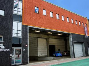 Langs de Deurnsebaan in Merksem bieden wij een nieuwbouw kantoorruimte aan van ca. 233 m². Het pand is gelegen vlakbij belangrijke invalswegen zo