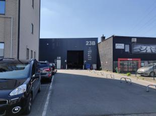 Representatieve KMO-unit te huur met een oppervlakte van ca. 160 m². De unit is voorzien van verlichting, verwarming, een manuele sectionaalpoort