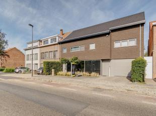 Dit polyvalente gebouw is zeer centraal doch rustig gelegen te Wilrijk, met vlotte ontsluiting naar de A12 en de Kontichsesteenweg.<br /> Het moderne