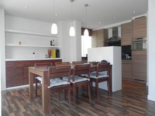 INSTAPKLAAR APPARTEMENT!<br /> Modern, gezellig appartement van +/-90m² gelegen op een 1ste verdieping aan de Leien welke kortelings in een volle