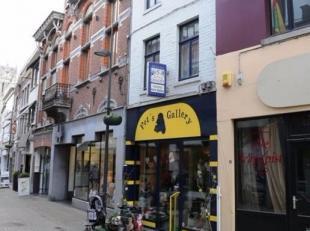 """Deze handelsruimte is gelegen in het centrum van Tongeren, in de winkelstraat """"Sint-Truiderstraat"""", op wandelafstand van de Grote Markt, scholen, buss"""