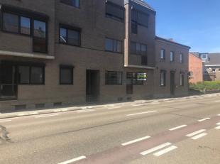 In de Bilzersteenweg 90 te Tongeren vinden we dit gezellig appartement terug. Het appartement is gelegen op het gelijkvloers en op wandelafstand van h