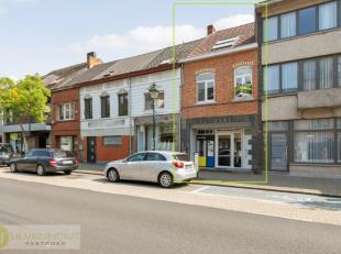 In het centrum van Leopoldsburg bevindt zich een totaal gerenoveerd appartement met handelsruimte. Het appartement is gelegen boven de handelsruimte e